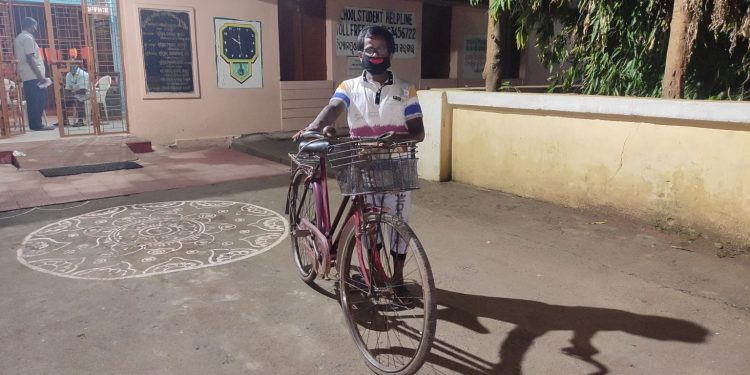 This West Bengal man has cycled all the way to Angul to eke out a living Read on to find details