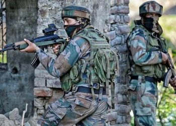 2 militants, CRPF trooper killed in gunfight in Pulwama district