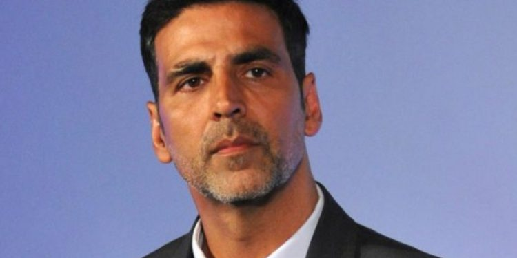 Akshay Kumar gets angry on photographer; Watch viral video