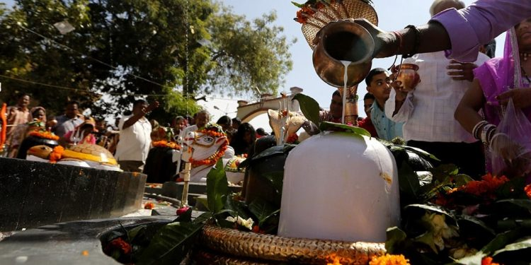 Never offer these 5 things to Lord Shiva this month of Shraavana