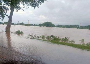 Balasore's Jalaka, Budhabalanga, Subarnarekha rivers in spate; trigger flood situation