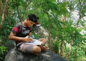 Students in Odisha's Boudh district trek hills to attend 'online' classes