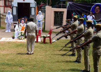 Veteran actor Ajit Das cremated with full state honours