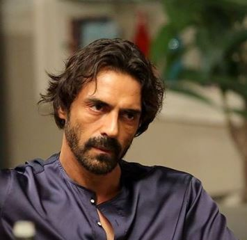 'Nail Polish' actors Manav Kaul, Anand Tiwari test positive for COVID-19 on set, Rampal home quarantined