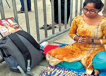 Medical aspirant comes all the way from Bihar to seek Lord Jagannath's blessings at Lion's gate of Puri