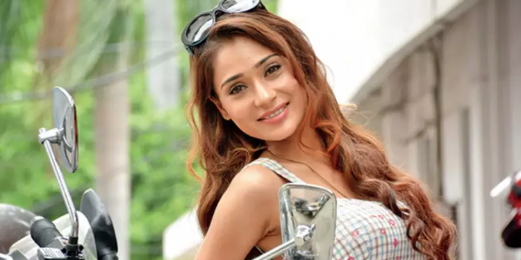 TV actress Sara Khan recovers from COVID, returns to shooting