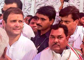 Shyoraj Valmiki with Rahul Gandhi(Image courtesy-Twitter)