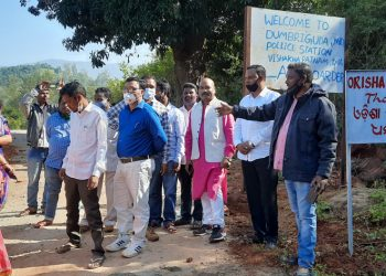 Andhra people remove signboards in Pottangi