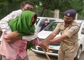 Breaking! Couple attempts self-immolation in front of Odisha Assembly