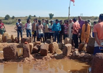 Culture officer takes stock of sculptural ruins in Suktel river