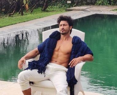 Vidyut Jamwal shares glimpse of his amazing martial arts skills