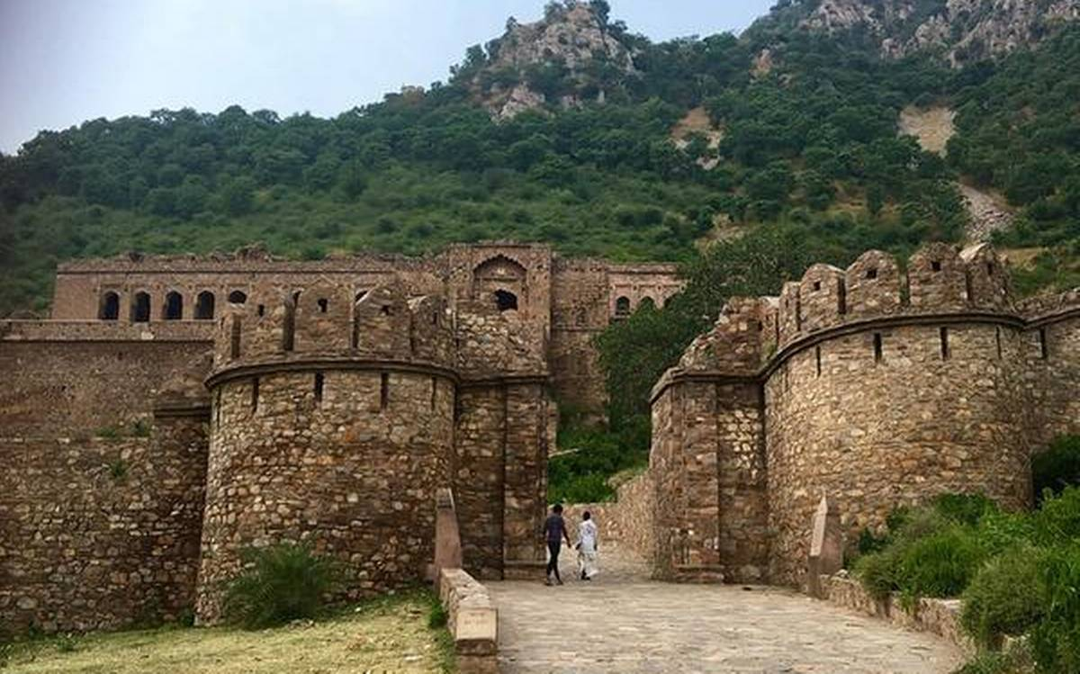 Can you spend a night at the scariest 'Bhangarh fort'? Here's what might  happen to you - OrissaPOST