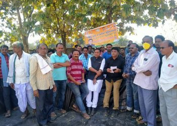 BJP leaders stage demonstration in Kesinga over non-procurement of paddy