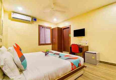 Hotels, lodgings flout police guidelines