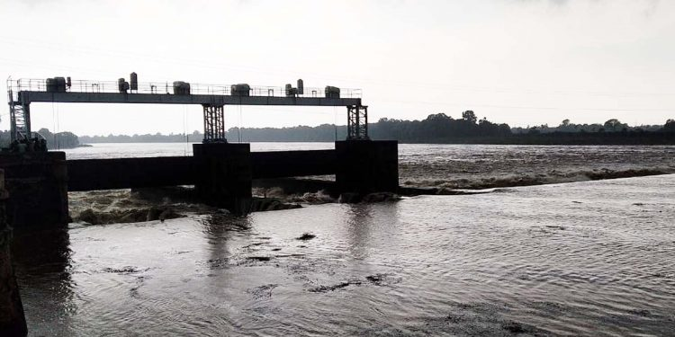 Flood threat looms large in Bhadrak's riparian areas as Baitarani river keeps swelling