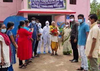 Kandhamal district's octogenarian defeats coronavirus, felicitated
