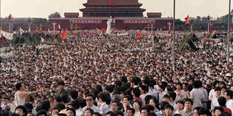 Tens of thousands in a crowd at the Forbidden City in China. (Image: Wikimedia Commons)