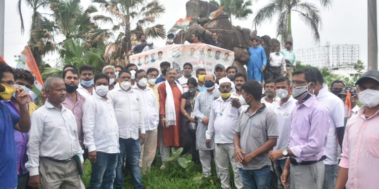 Congress leaders, including Suresh Routray, protest the proposed relocation of the warrior-horse statue at Master Canteen Square in Bhubaneswar