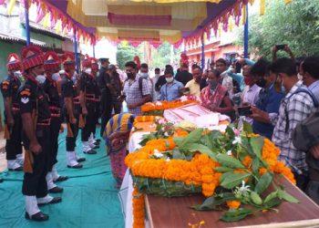 Odia jawan Sanjay Kumar Pradhan cremated with full state honours in Kandhamal district