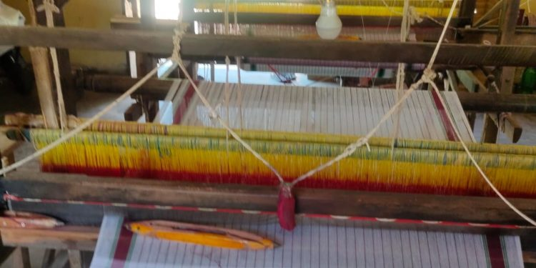 Weavers seek CM's intervention to bail out Jajpur's tussar industry