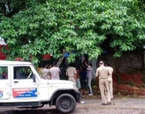 Youth's hanging body recovered from Master Canteen bus stand in Bhubaneswar