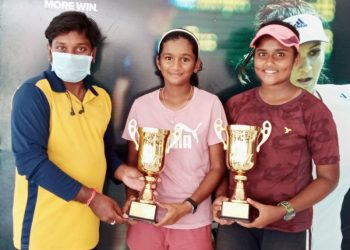 Sohini Mohanty (right) and Nainika Reddy pose with their trophies