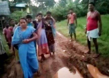 Villagers warn of poll boycott